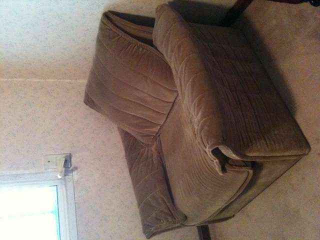 Vendo juego de sillones de pana importada -primera calidad-