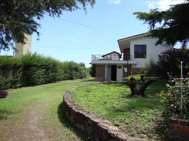 Casa en venta, a 10 cuadras del centro, 2 del rio. excelente vista y parque