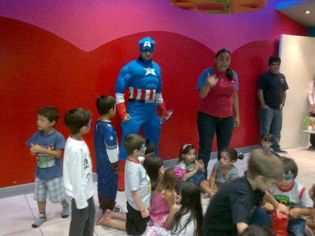 Cumpleaños show torta capitan america, iron man, vengadores, jake el pirata y mas! peli personajes