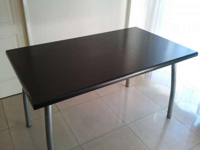 Juego comedor, mesa color wengue, 4 sillas tapizadas en Lanús ...