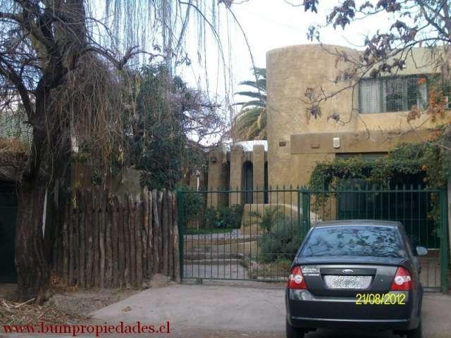 Se vende casa en mendoza - argentina .