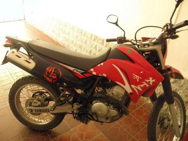 Vendo moto yamaha 250cc modelo 2011
