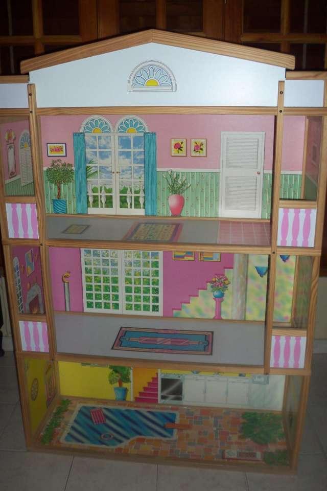 Vendo casa muñecas barbie de 3 pisos en excelentes condiciones