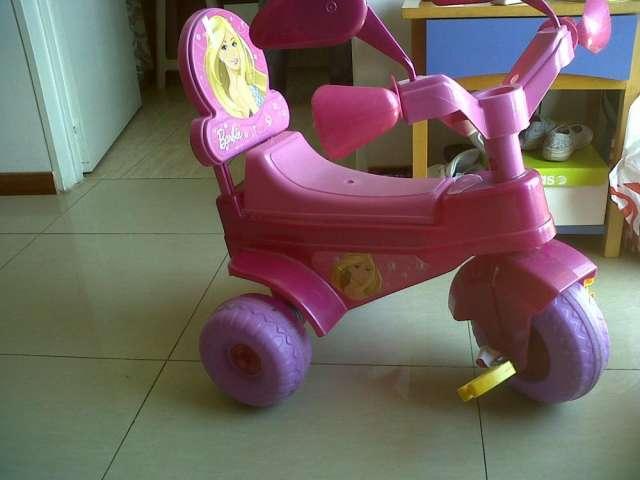 Triciclo para nena de barbie impecable!!!