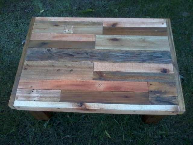 Mesa ratona rustica de madera reciclada