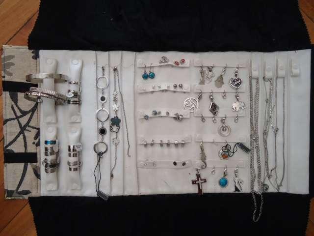 Liquido lote de joyas de acero gran variedad al mejor precio oportunidad