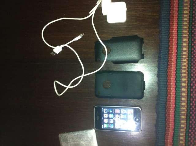 Fotos de Vendo iphone 3gs, compañia claro, exelente estado 2