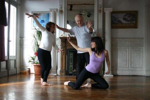 Clases de danza armonizadora danza armonizadora, disciplina corporal, grupal, terapéutica y artística, creada por élida noverazco para todas las edades, incluso tercera edad. ambos sexos. un trabajo