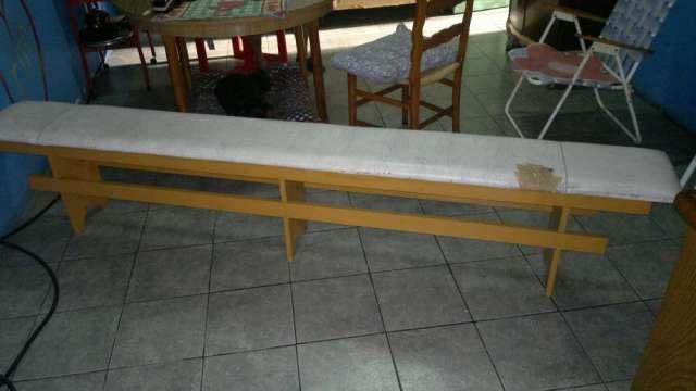 Vendo dos bancos de madera tapizados largos
