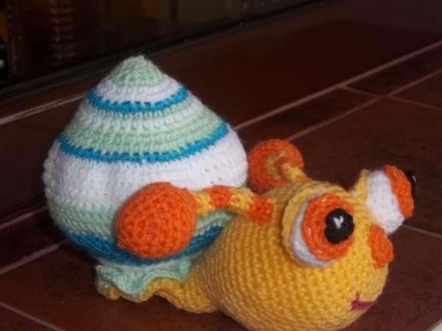 7c8b656b1 Escarpines para el bebe! con juguete tejido a juego, el mejor regalo ...