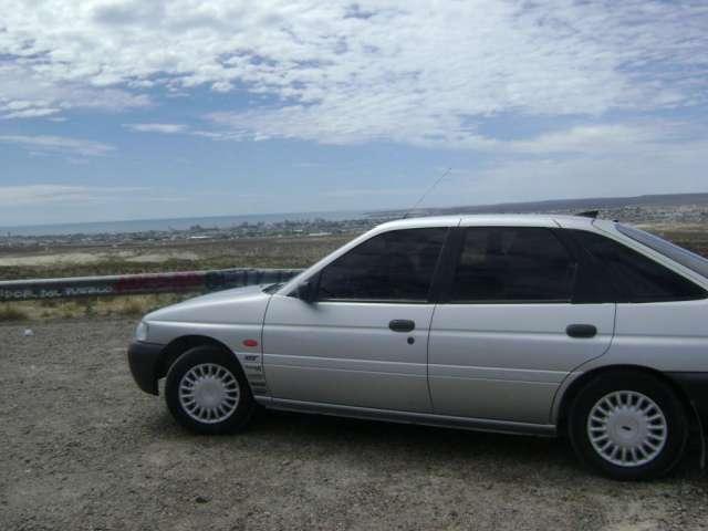 Vendo ford escort modelo 2001130.000 kilometros $30.000