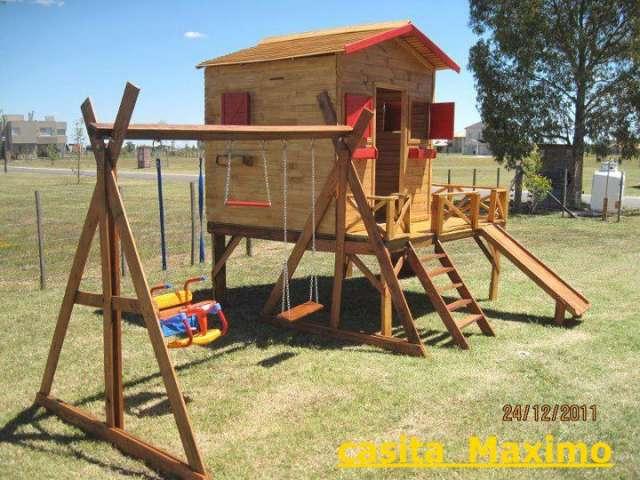 Fabricacion artesanal de casitas de madera.
