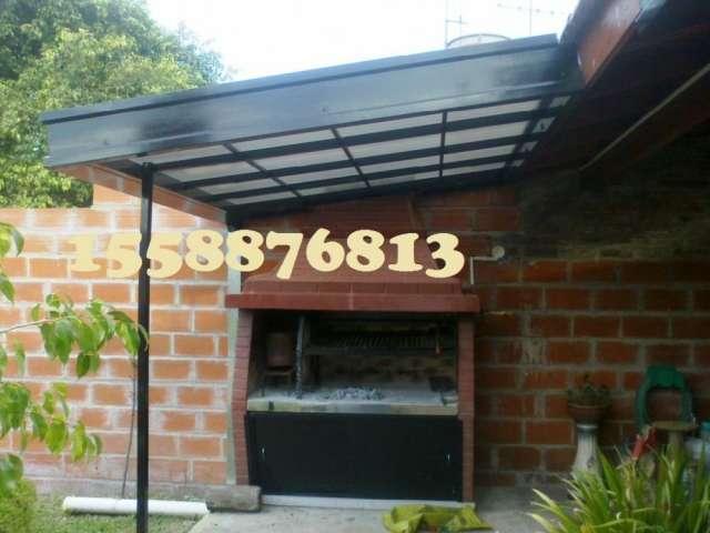 Cubierta o techo en policarbonato compacto con tratamiento de rayos ultravioleta