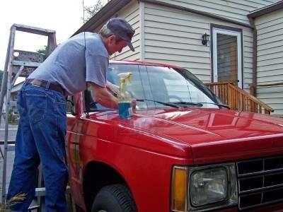 Autos: cómo mantener limpio el parabrisas