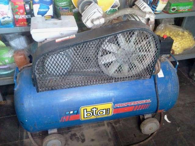 Vendo compresor bta 100 lts dos pistones en buen estado $ 3000,00 cel 0261156756120