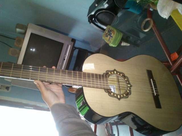 Venta de guitarra criolla marca fonseca