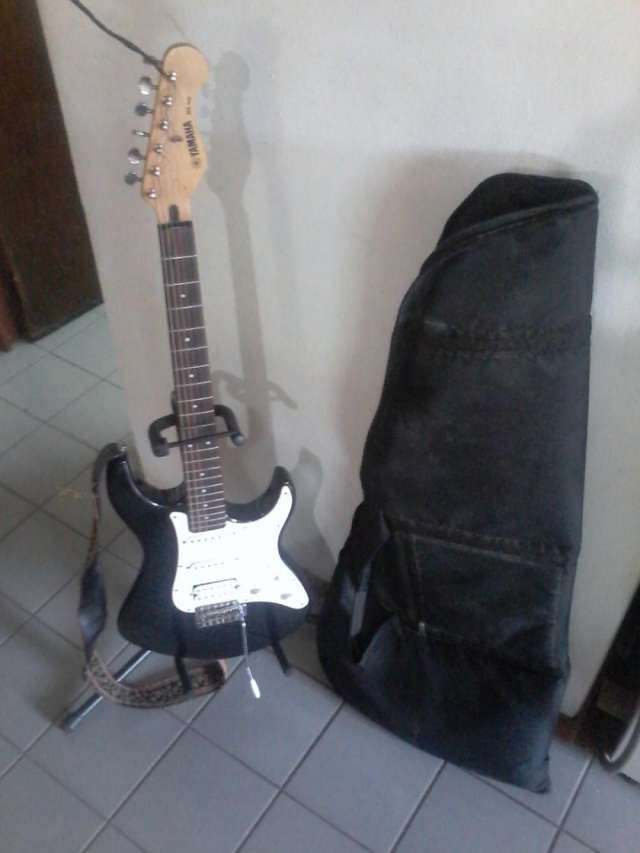 Guitarra electrica yamaha eg 112 (pie y funda de regalo!!!)