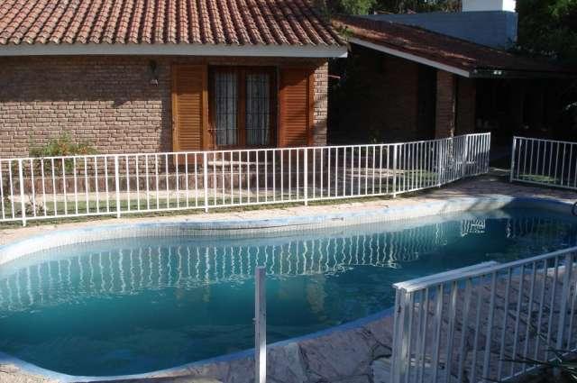 Dueno alquila: hermosa casa en villa carlos paz con pileta y parque grande
