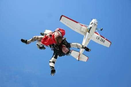 Paracaidismo salto de bautismo en paracaidas tandem