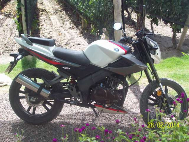 Vendo urgente zanella rx 200 cc full modelo 2013