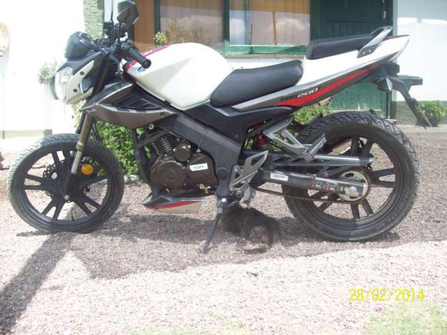 Fotos de Vendo urgente zanella rx 200 cc full modelo 2013 3