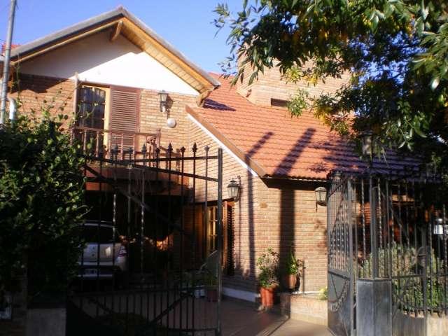 Chalet de 2 ptas., piscina, jardin, capilla del monte dña.