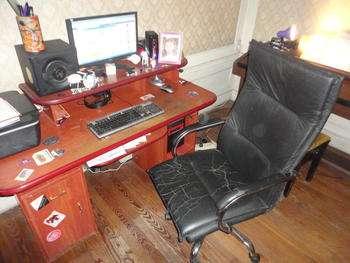 Pc phenom x4 y monitor acer 19 pulgadas, escritorio y silla