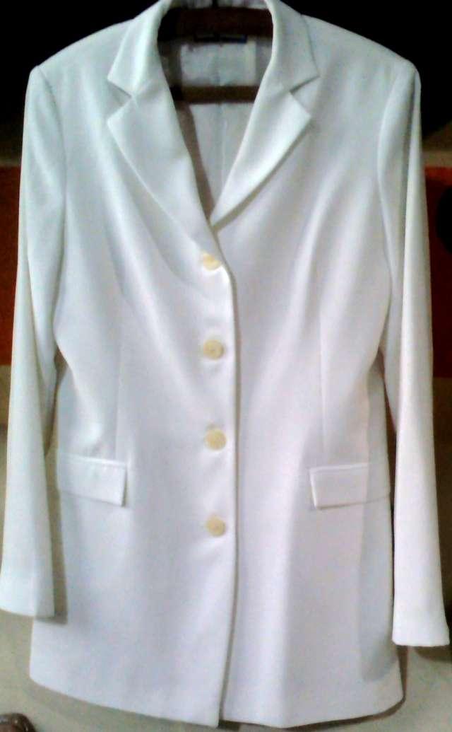 Blazer blanco de lino $ 120