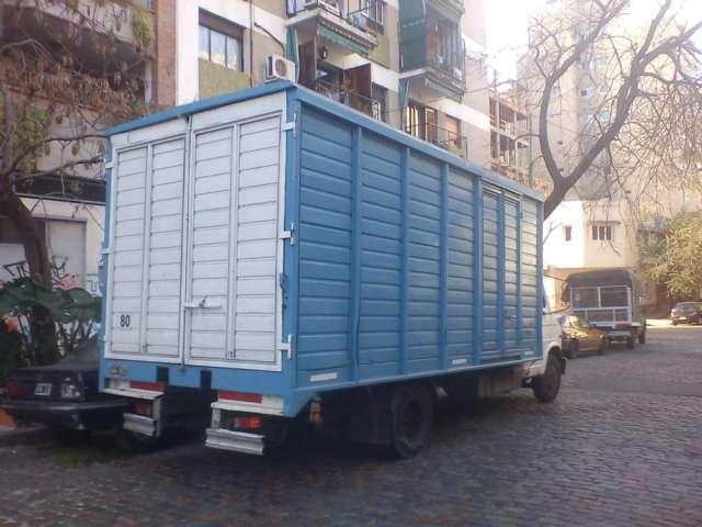 Alquiler de camiones y camionetas con chofer
