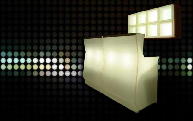 Fotos de Cubos, macetas, barras, esferas iluminadas 1