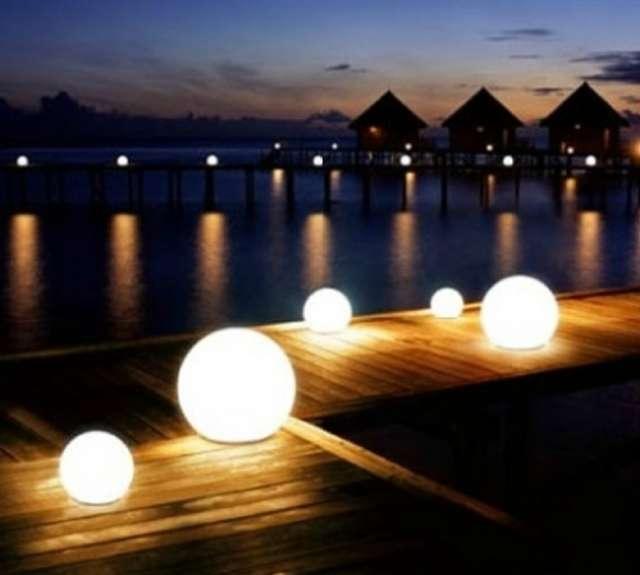 Fotos de Cubos, macetas, barras, esferas iluminadas 5