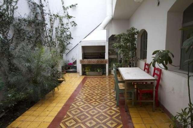 Excelente ph refaccionado c/ patio , parrilla y terraza sin expensas