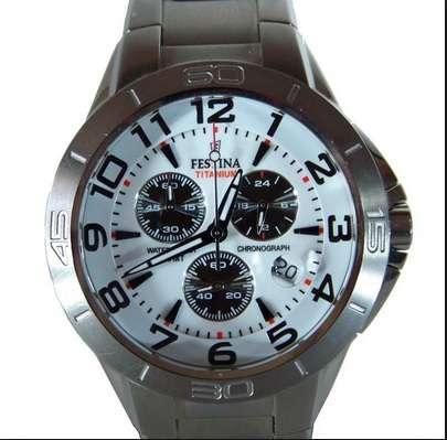 Vendo reloj festina cronografo de titanio