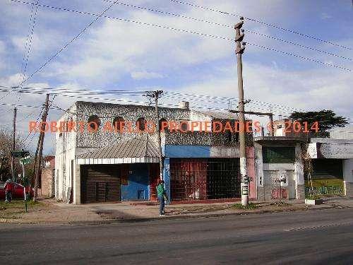 Salon de fiesta y tres locales comerciales venta en block