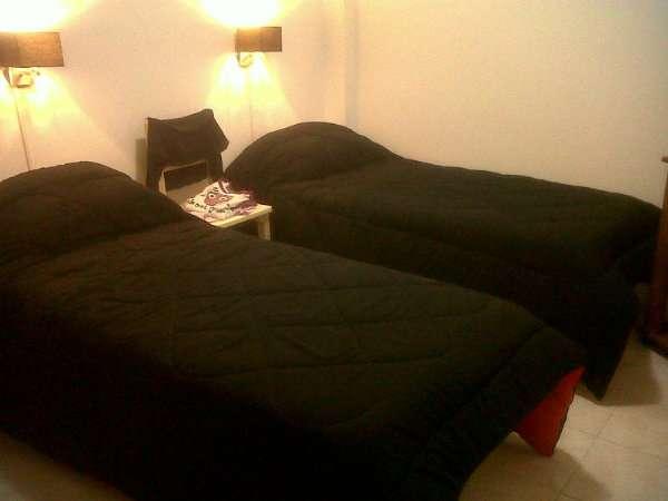 1 amb - arenales y cerrito ii - opcion cama doble o 2 camas simples- cerca fundacion barcelo, uces, usal, uade, uai, uba