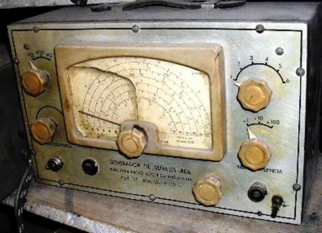 Antiguo generador u oscilador de señales irea ? mas 80 años antigüedad $ 990.-