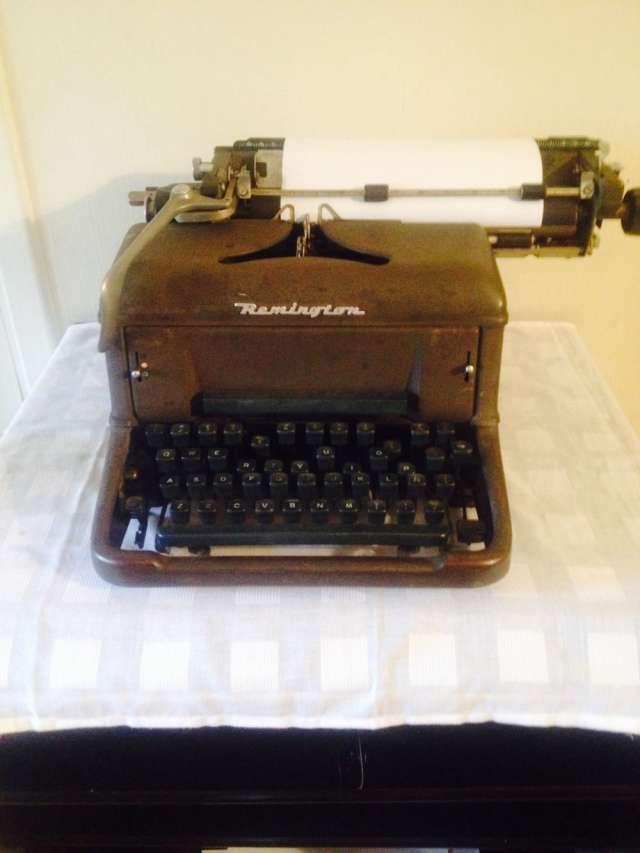 Maquina de escribir remington antigua muy buena