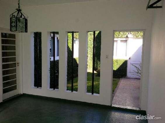 Vendo urgente casa en venta, 140mts, 3 dormitorios 137560 muy buena ubicación.