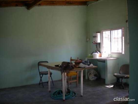 Urgente alquiler de casa longchamps muy buena ubicación.