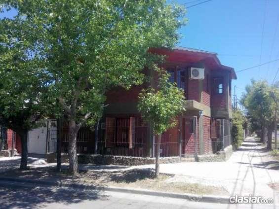 Estoy por alquilar alquilo casa 2 dorm con patio y garaje cerrado zona alderete al 2000 nqn 2994057898 espero tu consulta.