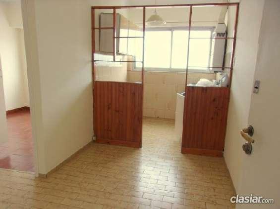 Aviso urgente dto de dos amb ctfte, luminoso. 2 ambientes. 1 dormitorio. 27 m2c. . #130465. espero tu contacto.