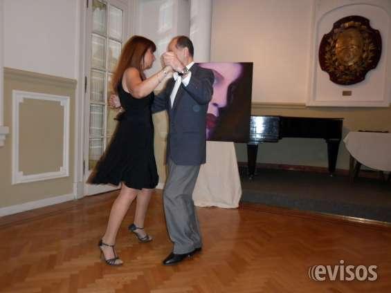 Baile tomando clases de tango salon