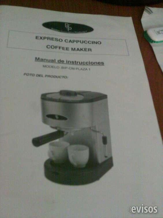 Maquina de cafe express con vapor y agua caliente. $490