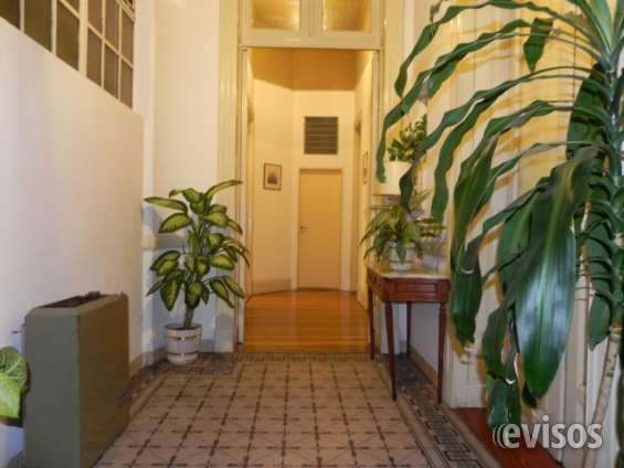 Habitaciones con servicios en piso compartido
