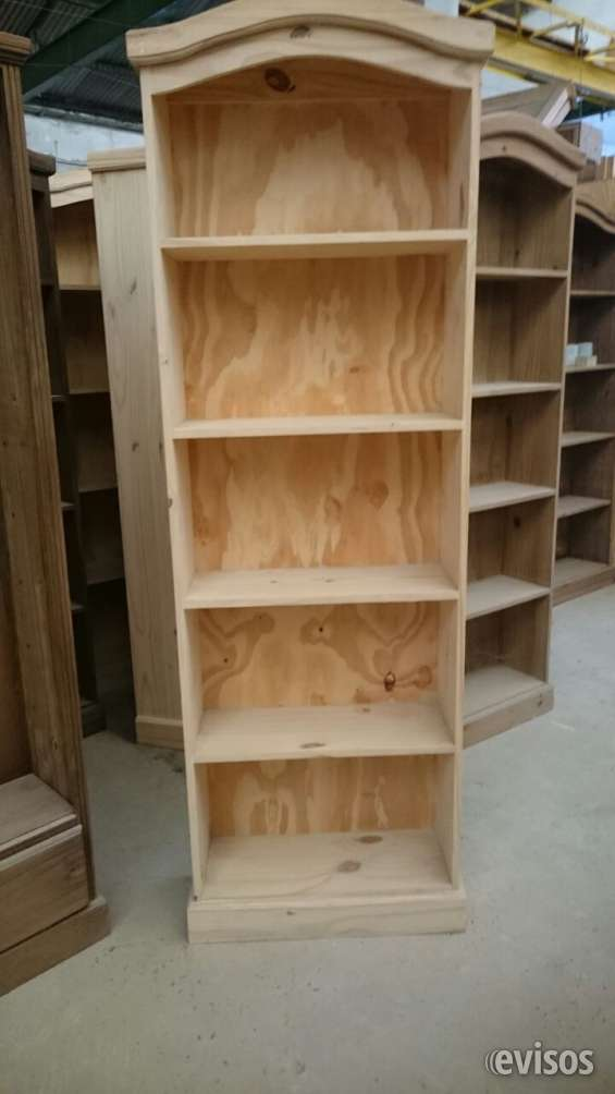 Biblioteca de pino crudo natural