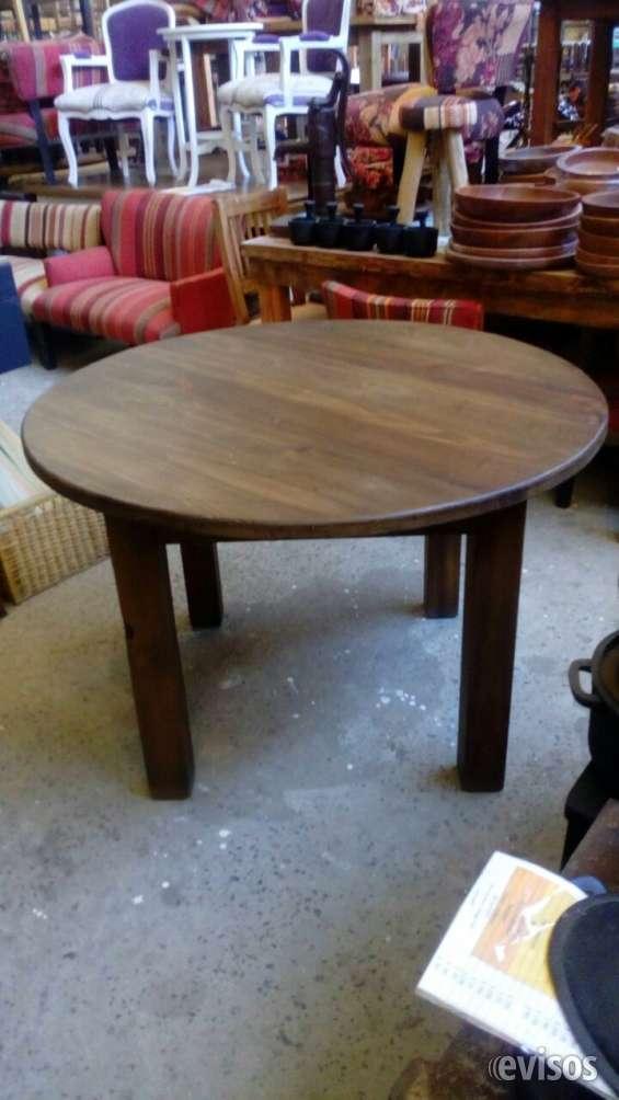 Mesa redonda de madera maciza