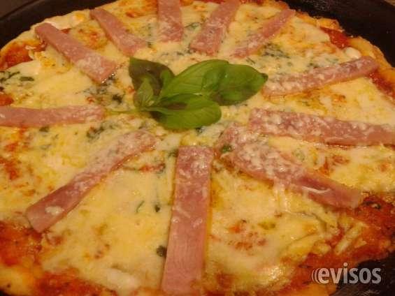 Pizza jamón y 2 quesos al pesto