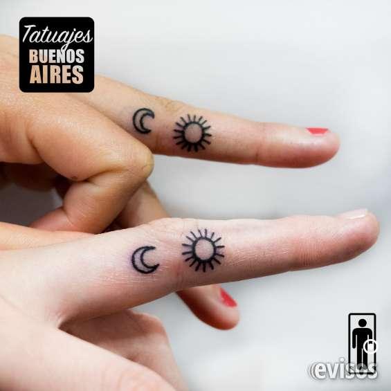 Tatuaje hermanas sol y luna realizado por @jose luis segura martinez #tattoo #tatuaje #cielo #amor #fraternal #sisters #parejas #dos #novio #par #juntos #dedos #mano #linea #black #tatuajesbuenosaires