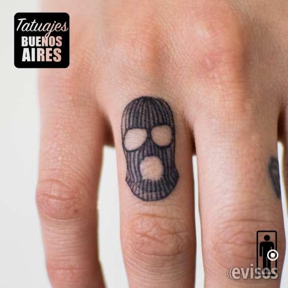 Tatuaje capucha realizado por @jose luis segura martinez #tattoo #tatuajes #mascara #pasamontañas #gorro #dedos #mano #ojos #ladron #frio #rayas #pequeño #tatuajesbuenosaires