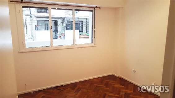 Dormitorio principal da a la calle - departamento se alquila